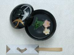 日本料理の食器の画像